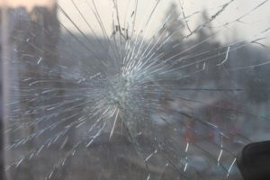 vetro auto rotto anteriore